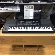 Продам синтезатор Korg PA300